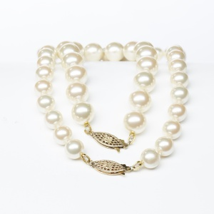 simulated_pearl_bracelet_and_necklace