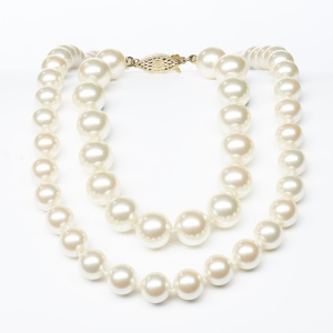 simulated_pearl_necklace_1009216645